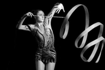 gymnaste noir et blanc nana la danseuse. Black Bedroom Furniture Sets. Home Design Ideas