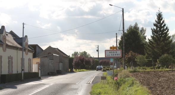 22-08-2014 - Laon (02) - Assis-sur-Serre - Ligne � Haute Tension - Danger Mortel - Un p�cheur de 21 ans meurt foudroy� sur place par un arc �lectrique sous une ligne Haute Tension.