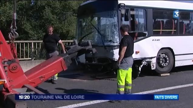 10-09-2014 - Indre-et-Loire - Amboise - Accident entre un autocar scolaire et une voiture : 1 mort et des bless�s l�gers sur la RD31.