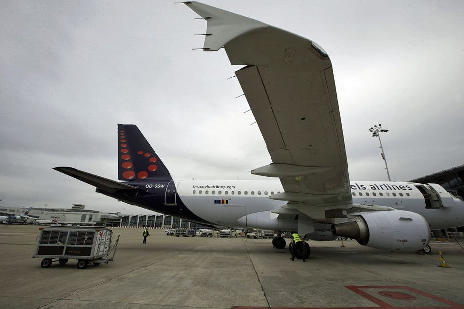 21-10-2014 - Belgique - Bruxelles - Un avion Airbus A319 de Brussels Airlines, dont le pilote s'�tait endormi, intercept� par un avion de chasse Fran�ais,