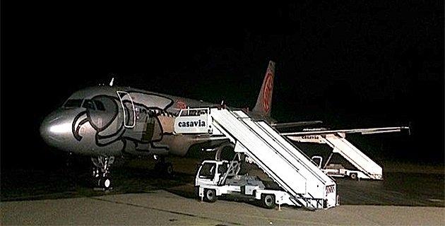 08-09-2014 - Corse - A�roport de Calvi-Balagne - Un A320, vol HG2919 de Flyniki, en panne, immobilis� � Calvi. 159 passagers en rade bloqu�es sur place.