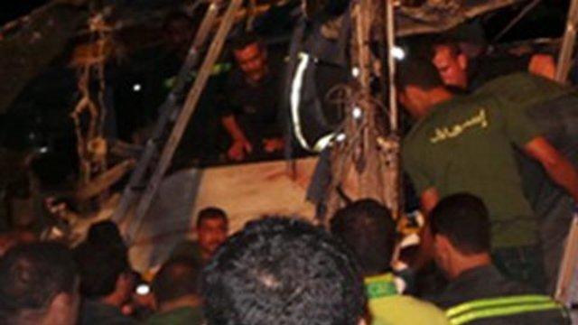 26-08-2014 - Egypte - Louxorau - Deux minibus en ex�s de vitesse tombent dans le canal dans la province touristique de Louxorau (Sud de l' Egypte) : bilan 19 morts et 15 bless�s